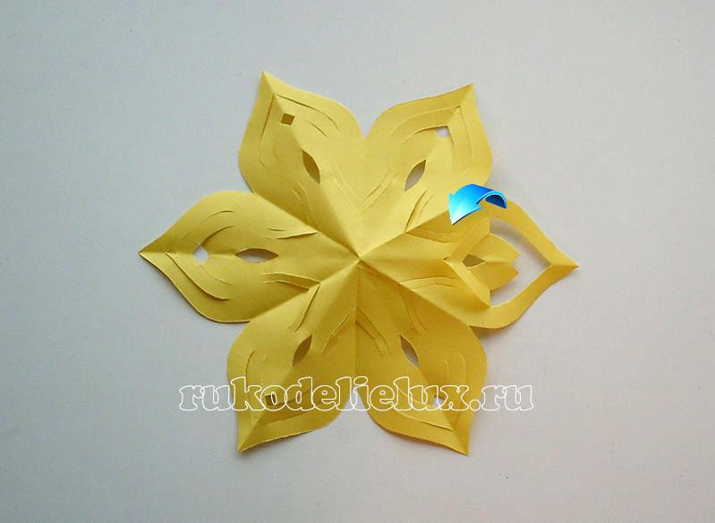 snezhinki-kirigami-svoimi-rukami (11)