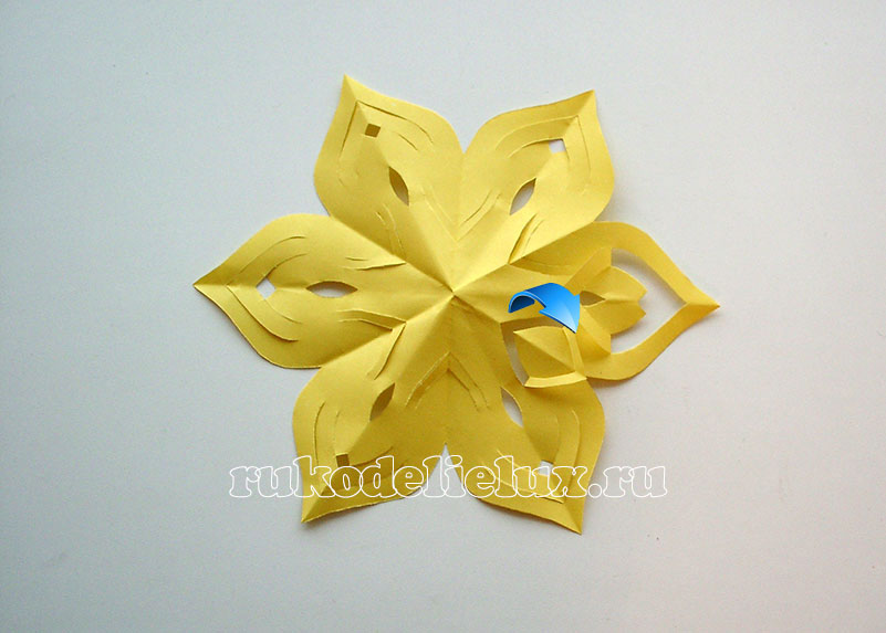 snezhinki-kirigami-svoimi-rukami (12)