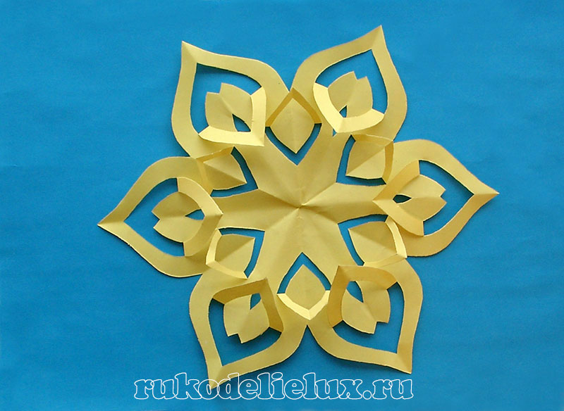 how to make Paper snowflakes - kirigami