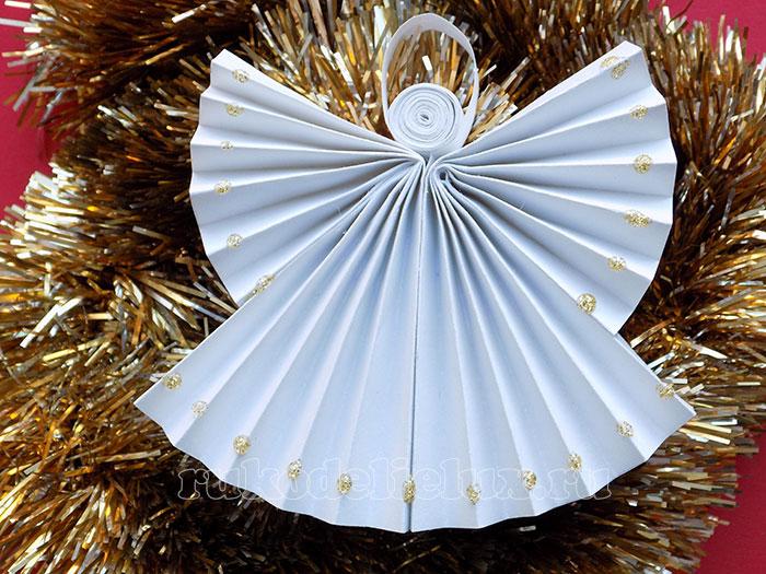 Рождественский ангелочек из бумаги