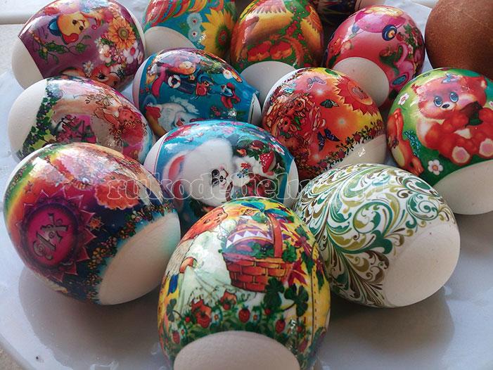 пасхальное яйцо украшенные термоэтикеткой