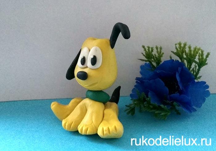Желтый щенок из пластилина