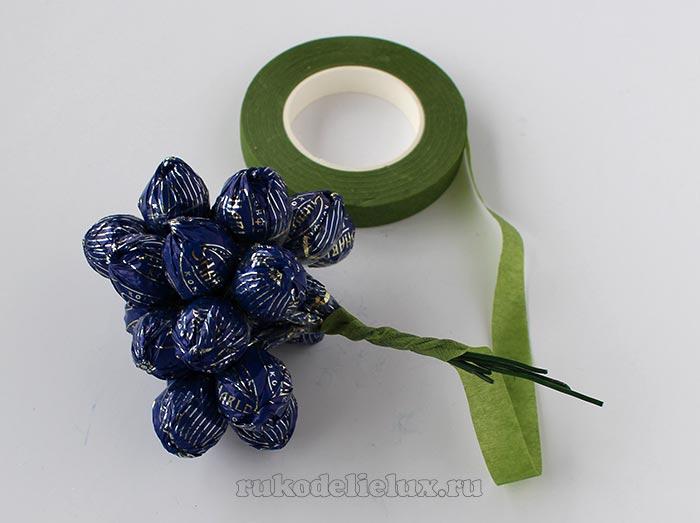 Как сделать подарок из конфет своими руками для ребенка