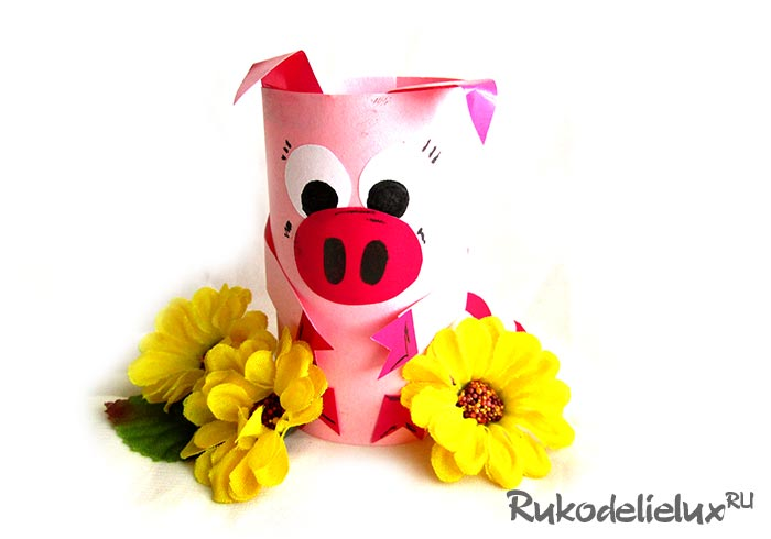 colored paper pig