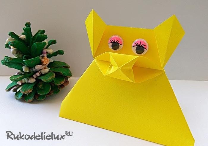 Фигурка свиньи оригами на подставке