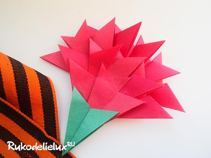 Гвоздика из бумажных модулей
