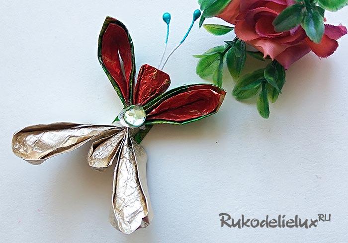 Бабочка из конфетных фантиков