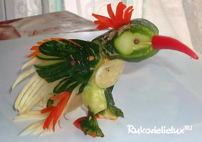 Яркая птичка из овощей
