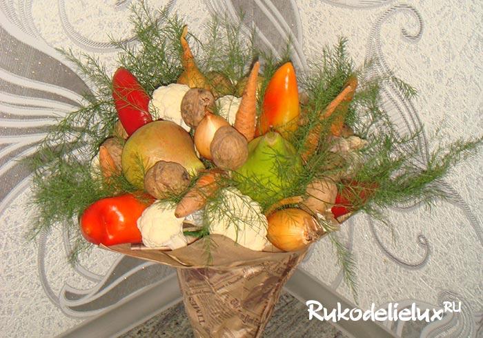buket-iz-ovoshhej-1 Букеты из овощей своими руками — как сделать пошагово овощной букет с фото