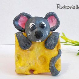 Как сделать магнит «Мышонок с сыром»