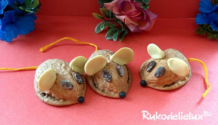 Мышки из скорлупы грецкого ореха