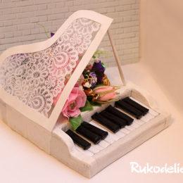 Рояль из конфет в подарок