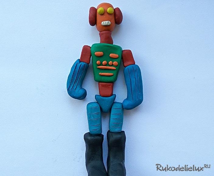 Пластилиновая игрушка робот для детей