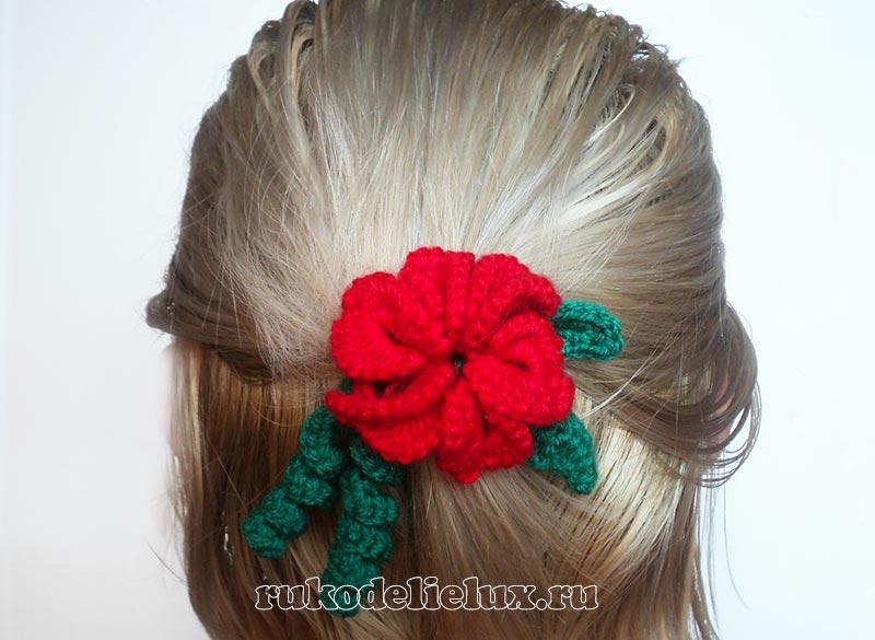 Яркий цветок крючком для волос