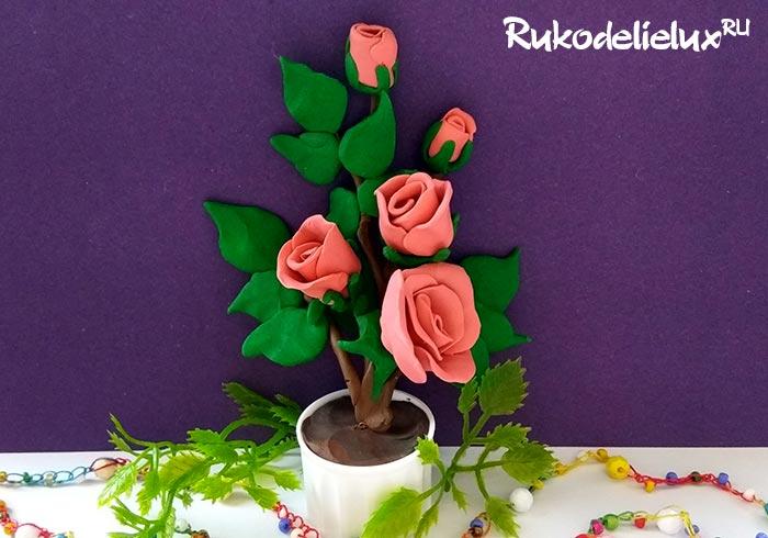 Красивая веточка чайных роз из пластилина