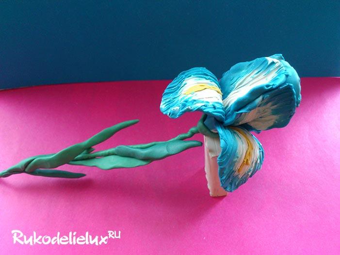 Цветок ирис из пластилина