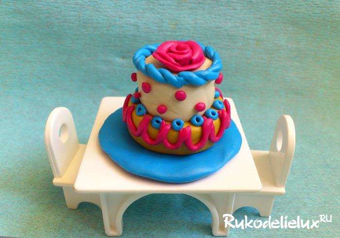 Праздничный торт для кукол из пластилина