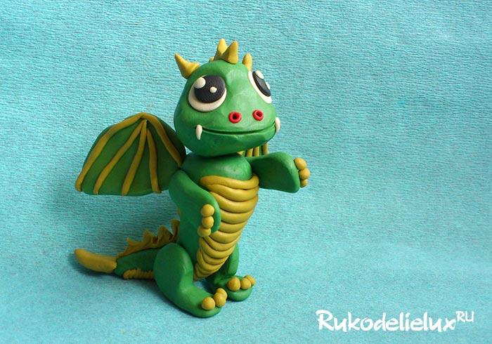 Лепка из пластилина зеленого дракона