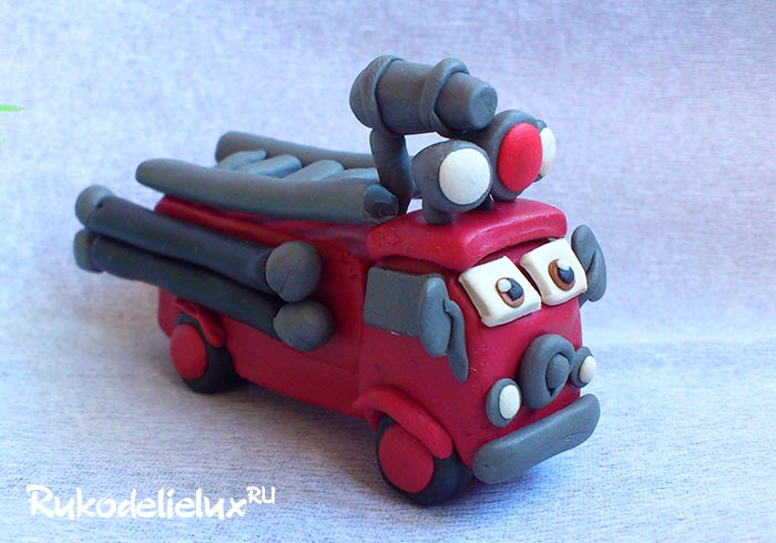 Пожарная машина из пластилина