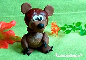 Медведь из каштанов и пластилина