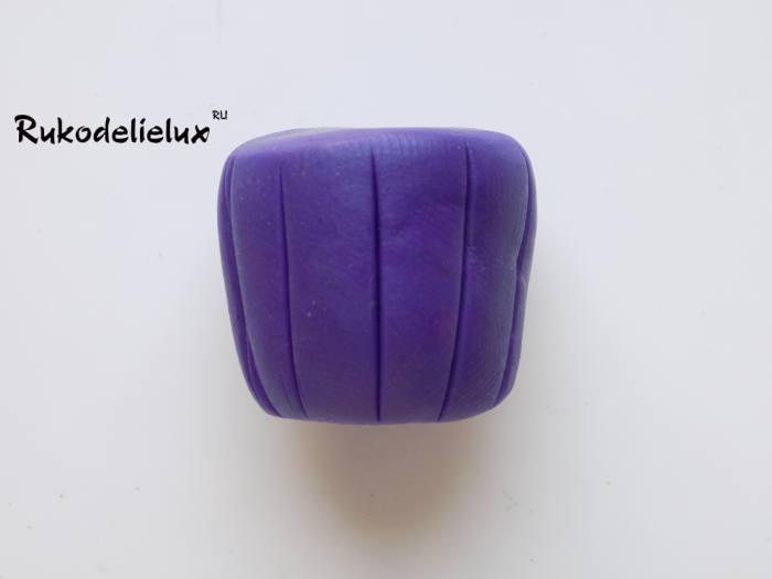 линии на основе для придания пластилиновой основе форму пироженого