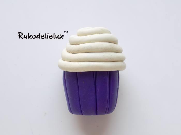 кремовая верхушка для пирожного из пластилина