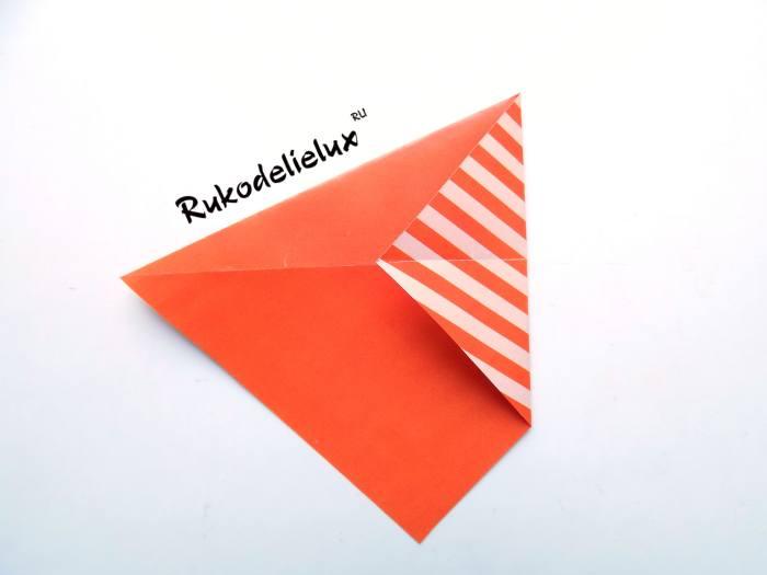 Загнуть уголок для фоторамки из цветной бумаги
