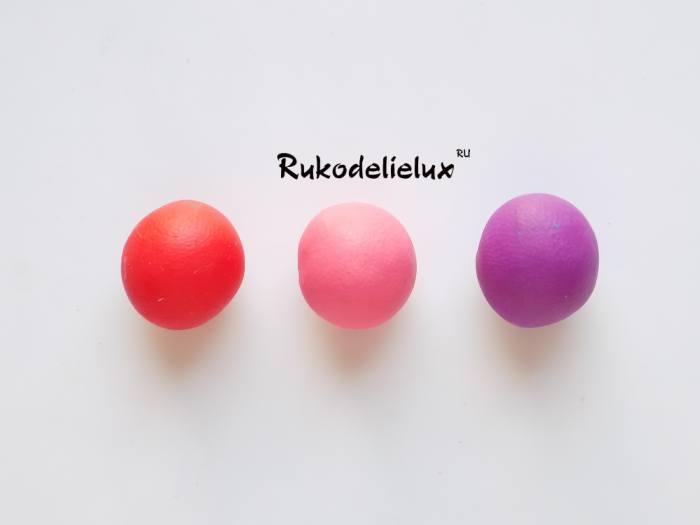 лепим пластилиновые шарики для раковины улитки