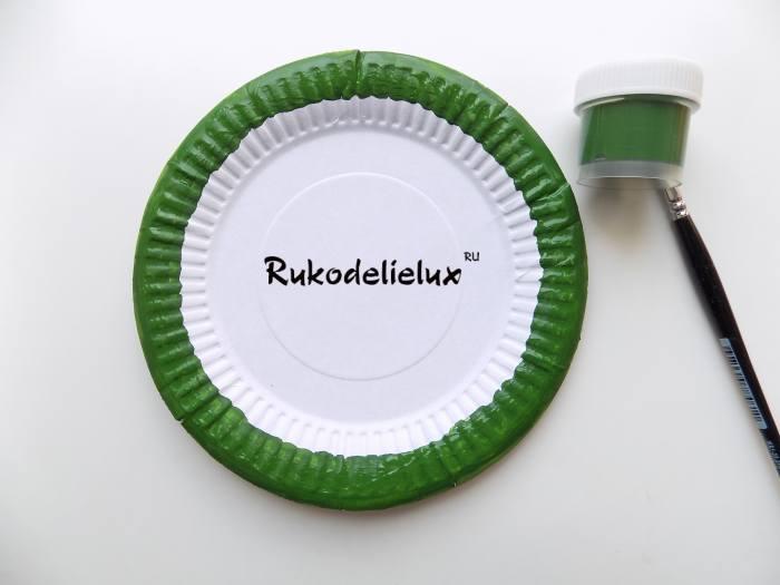 красим ободок одноразовой тарелки для веера