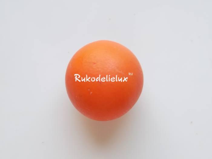 подготовим оранжевый шарик из пластилина для тела улитки