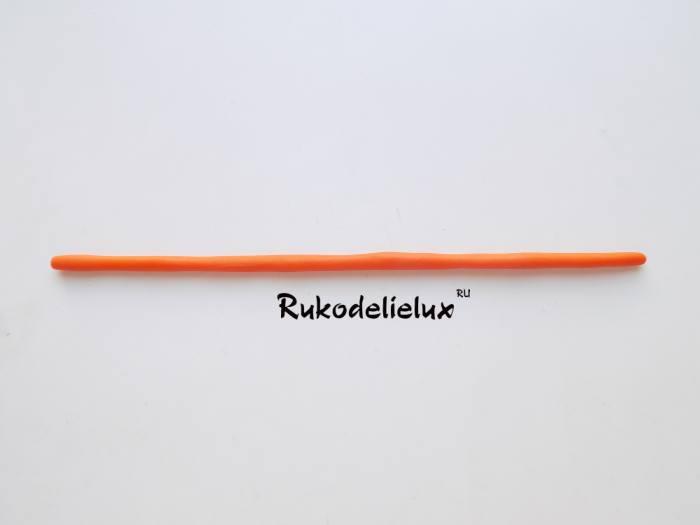 скатываем оранжевый шарик в жгутик