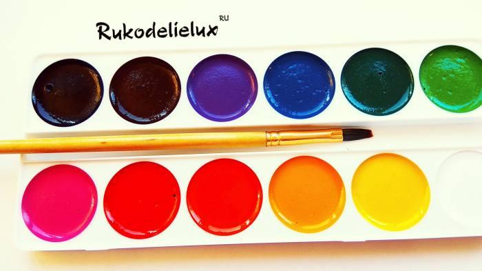 краски и кисточка для рисования сирени