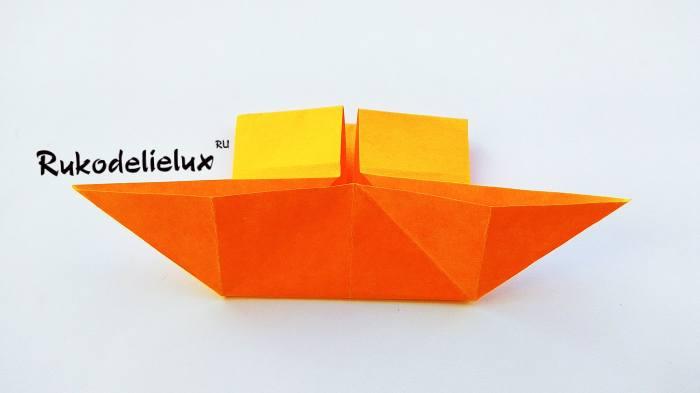 разгибание оригами в форму парахода