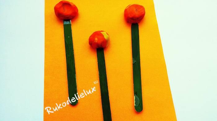 вставляем в шарики пластилина палочки