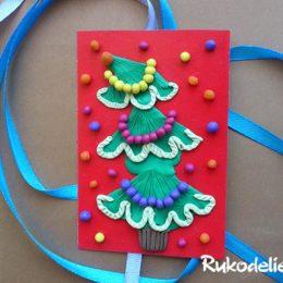 Новогодняя открытка с елочкой из пластилина